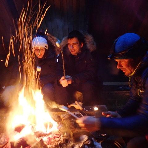 Repas au coin du feu